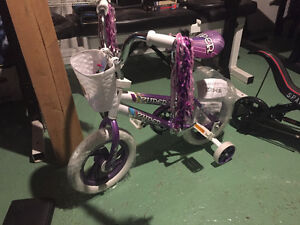 "Girls ""Zuper"" bike with training wheels"