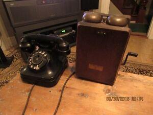 Vieux téléphone de bois