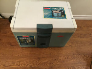 Rubbermaid Thermoelectric Cooler/Warmer