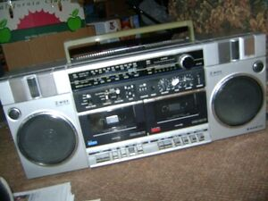 OLDER SANYO AM - FM RADIO  CASSETTE PLAYER RECORDER