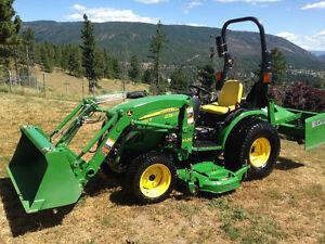 2015 John Deere 4X4 tractor, Loader, Mower 255hrs
