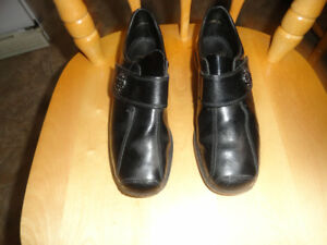 Leather Casual Shoes - Brown or Black - Size 7 - Like New