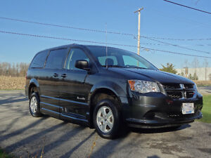 2012 Dodge Grand Caravan Minivan w/ Braun Ability Wheelchair Pkg