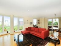 3 bedroom flat in Arnhem Place, Isle of Dogs E14