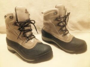 Almost New  Waterproof Columbia Winter Hiking Boots 9M