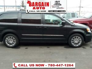 2014 Chrysler Town  Country 0