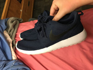 NEW NIKE ROSCHES