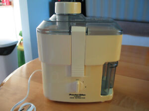 2 SPEED JUICE EXTRACTOR (PROCTOR SILEX) FOR SALE