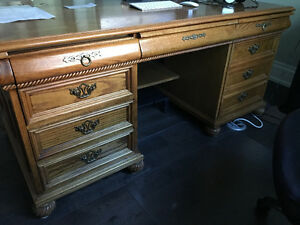 Solid Oak Desk Oakville / Halton Region Toronto (GTA) image 3