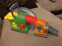 Thomas the tank engine and friends action tracks trackmaster take and play