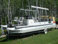 25' Pontoon Boat with 90hp Evinrude E-Tec Motor with 98 hours