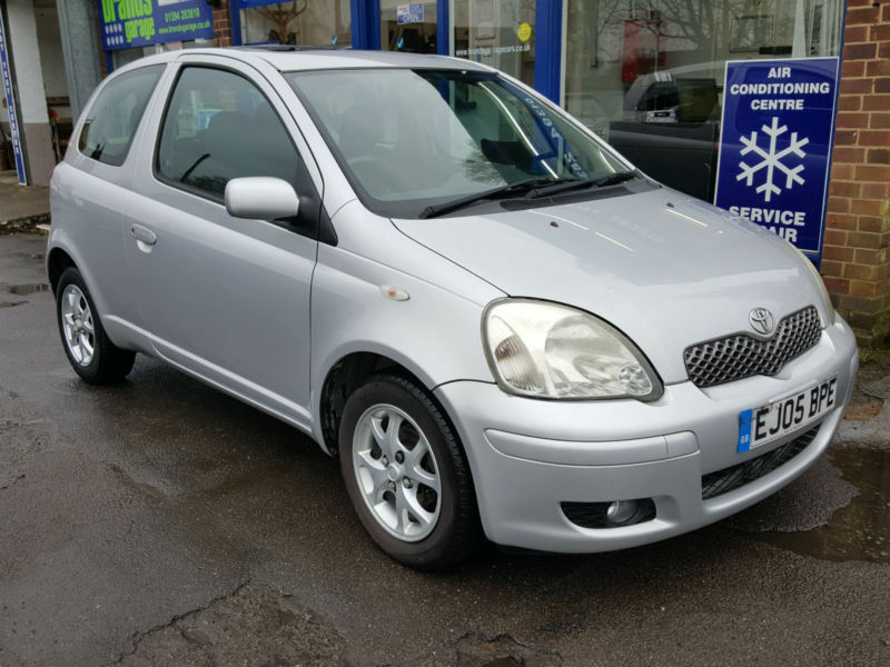 2005 toyota yaris 1 3 vvti automatic 3 door silver one owner full history in felixstowe. Black Bedroom Furniture Sets. Home Design Ideas