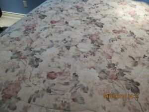 King Size Comforter, bedskirt and vallance