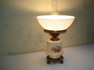 VINTAGE HAND PAINTED LANTERN STYLE TABLE LAMP..
