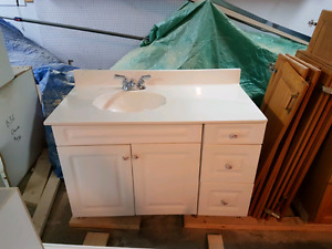 Bathroom vanity unit,sink, taps doors and drawers included