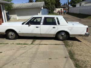 1984 LINCOLN TOWN CAR KEPT IN GARAGE ITS WHOLE LIFE