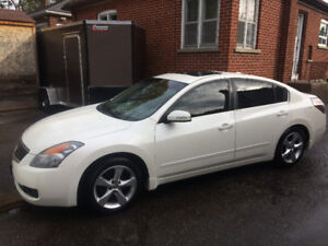 2009 Nissan Altima 3.5 SE With set of winter tires on rims