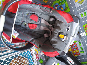 Chicco Keyfit carseat 2 bases