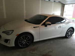 2017 SUBARU BRZ Sport Tech w/ WINTER RUBBER GPS 3M private sale