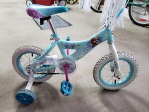 "Bicyclette 12"" Reine des Neiges de Huffy"