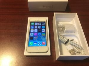 APPLE IPHONE 5 16GB WHITE FOR FIDO I-PHONE