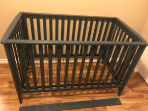Child Craft London Convertible Crib / Daybed