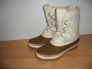 Winter boots --- near new --- size 9 US