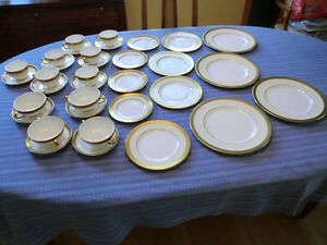 Minton China Dinnerware Set - Buckingham  K159 pattern-34 pieces