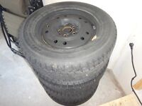 Used Nito SN2 Winter Tire Package 215/65R16-98T