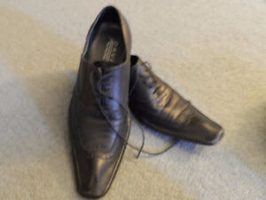 MEN BLACK DRESS SHOES... SIZE 10.5.. $ 20