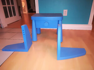 Ikea table de chevet bleu et tablettes