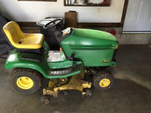 John Deere LT255 lawn tractor