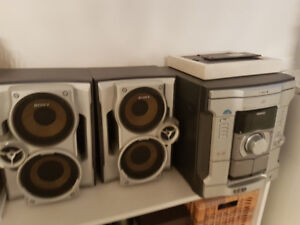 Sony 3 CD player, speakers and subwoofer