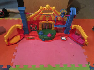 Little people circus play centre