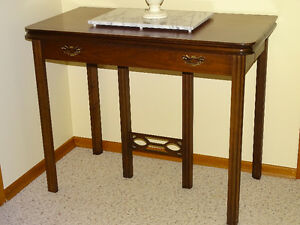 "BEAUTIFUL GATELEG TABLE w 3 10"" LEAVES"