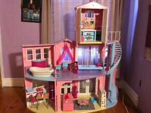 Maison Barbie californienne refermable avec extension amovible