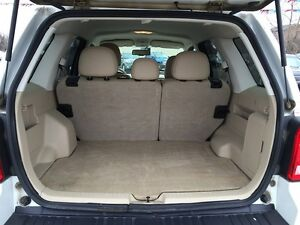 2010 FORD ESCAPE XLT * LEATHER * POWER GROUP * EXTRA CLEAN London Ontario image 10