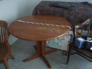 SOLID TEAK ROUND TABLE