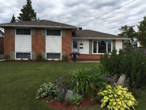 House for SALE - Diane Crescent / Hospital - Gillies Lake Area