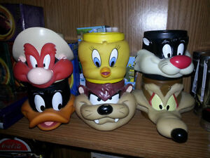VINTAGE LOONEY TUNES 3-D HARD PLASTC MUGS ONLY 9$ EACH