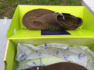 Ainu Brown Sandals Brand New In Box Windsor Region Ontario image 2
