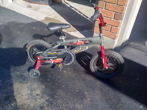 Boys bike w/ training wheels
