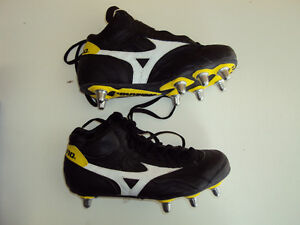 Mizuno Warrior Mid Rugby Boots, size 7 - NEW
