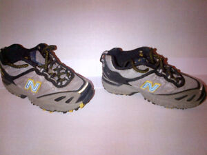 The $5 Deal Kids NEW BALANCE Running Shoes Size 10.5  MINT!!