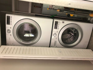 White 5.2' LG washer & 7.4' LG dryer with stacking kit