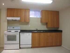 1+Den Basement in Credit Valley Hospital Neighborhood for rent