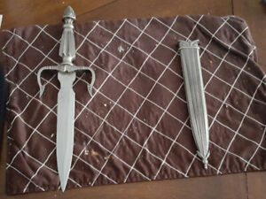 Dagger with case
