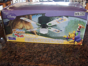 Disney My Friends Tigger and Pooh Hugger Ceiling Fan with Light
