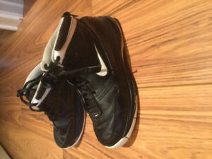 Youth Nike Basketball Sneakers Size 4.5