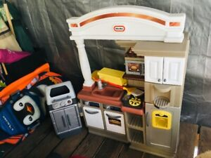 Little Tykes kitchenette set with bar b que